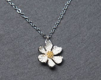 Daisy Necklace. Silver flower necklace. white flower necklace. flower girl necklace.