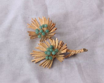 1950s gold floral brooch with green beads