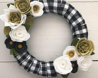 Felt flower wreath• Farmhouse wreath• Ribbon wrapped wreath• wreath
