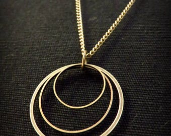 Graphic necklace three brass rings