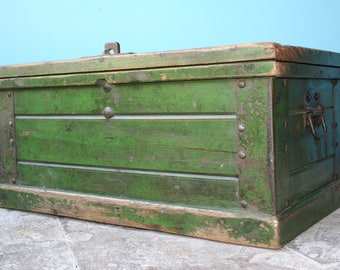Charming Painted Pine box / Trunk ideal for use as a Coffee Table or Storage