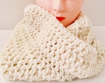 Chunky Infinity Scarf, Crochet White Scarf, Crochet Infinity Scarf, Chunky White Scarf, Chunky Scarf, Infinity Scarf, White Scarf, Under 50
