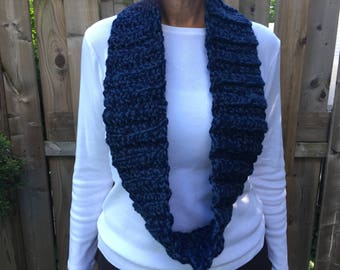 Chunky black and blue cowl