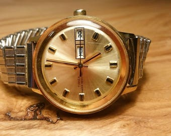 Vintage  - Timex Day and Date Wrist Watch