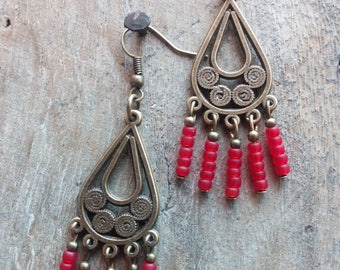 1081 - ethnic style earrings.
