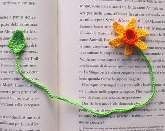 Bookmark with crochet Daffodil