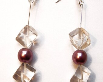 Earrings glass cubes and iridescent Pearl