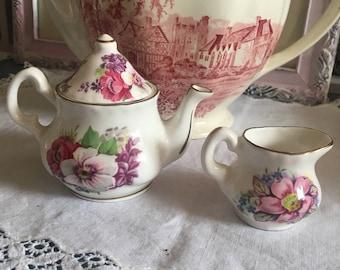 Sweet miniture tea pot & creamer / english fine bone china