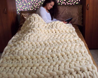 Chunky knit blanket. Chunky knit throw. Merino wool blanket. Arm knit blanket. Super chunky blanket. Super thick blanket. Home decor bedroom