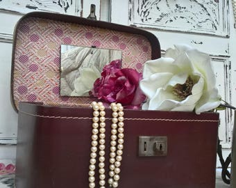Vintage vanity case with luscious lining