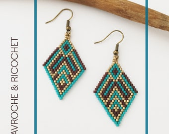 Pair of earrings handwoven with miyuki beads