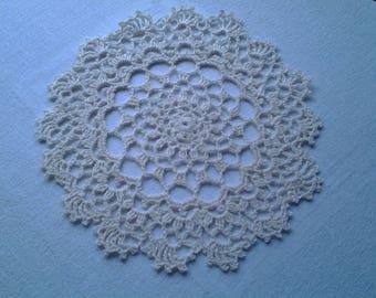 Doily crocheted by hand, in ecru cotton thread