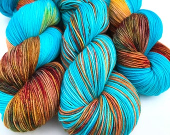 Hantili- Hand dyed yarn, sock weight, Superwash Merino, 463 yards