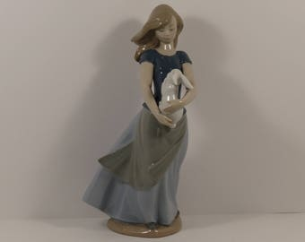 """Outstanding Lladro NAO  """"Country Girl with Rabbit"""" Figurine #0762"""