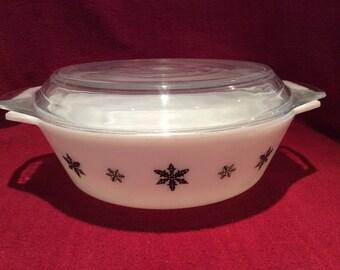 Pyrex JAJ Gaiety Black Snowflake 3 pint Casserole Dish circa 1960