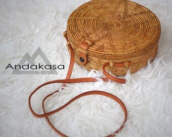 Round Ata Rattan woven Shoulder Bag with unique Clip, Unique Summer Round Bag with Star Pattern , A Perfect Birthday Gift for Her