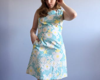 60s Summer Flower Power Lace Shift Dress, Lilly Style Dash-About Floral Day Dress S M