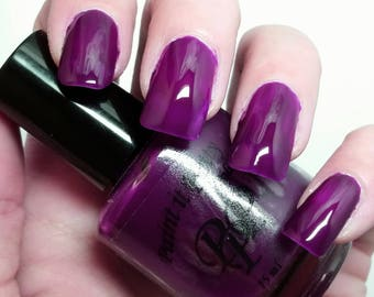 Velvet Violet, indie nail polish, 5 free nail polish, paint it pretty 15 ml