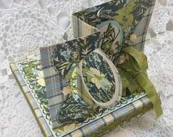 Carte faite main avec son coffret cadeau décoré