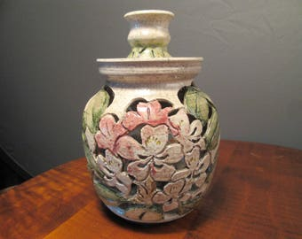 Floral cutwork pottery with lid