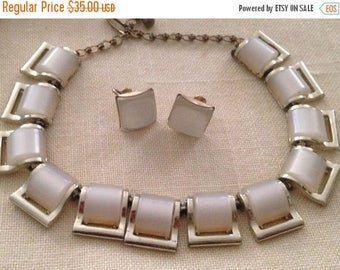 On Sale Lovely White Thermoset Necklace and Earrings