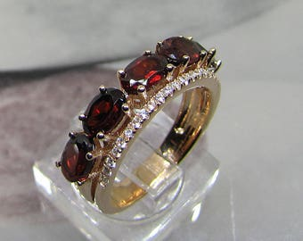 Ring gold plated silver and Garnet (red stones) size 52