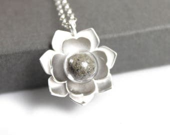 Sterling Silver Memorial Cremation Ash Flower Necklace. Keepsake Memory of Loved, Memorial Jewellery, Urn Necklace, Cremation Jewelry