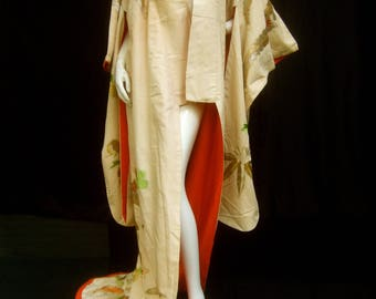 Exquisite Japanese Hand Embroidered Floral Kimono c 1970