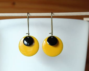 earring with sunny yellow and black sequin