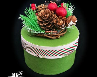 Paper Mache Jewelry Box Green with Pine Cones, Striped, Round, Simple, Outdoors, Festive, Decoration, Christmas, Berries, Wood, Vines