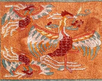 Tapis De Chine Représentant Trois Phoenix   Chinese Rug Representing Three  Phoenix