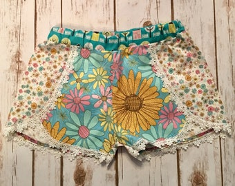 Boho size 7 floral and lace shorts