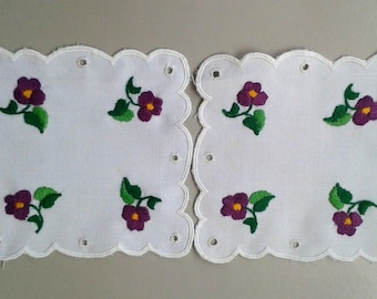 2 pcs Vintage,Hungarian handmade embroidered doily,centerpiece,   flower pattern w.lace edge Cottage/Shabby Chic