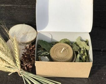 Beeswax Candle with dried herbs