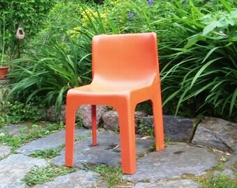 Chair vintage plastic orange design Paul Etienne b