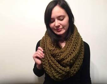Crochet Infinity Scarf // Ribbed Infinity Scarf // Chunky Crochet Scarf // Women's Winter Crochet Scarf // Women's Infinity Scarf