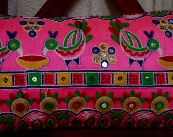 Has Birds series: Cushion cover 30x50cm (12 x 20 inches) in pink silk embroidered with motifs of birds.