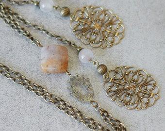 Necklace tie quartz cabochon and bronze prints