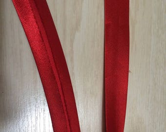 Red polyester fabric to work around 2 cm