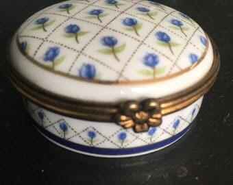 Vintage Del Prado. Pill box. Vintage pill box. Del Prado pill box. Vintage snuff box. Porecelain pill box. Trinket box. Gift for her