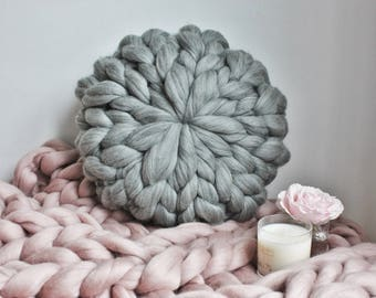 Chunky Knit Round Cushion, Chunky Knit Round Pillow, Grey Knit Pillow, Grey Cushion, Extreme Knit Pillow, Decorative chunky Merino Cushion