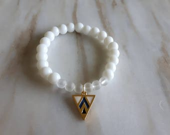 White beaded bracelet with gold plated blue and white triangle pendant | gemstone jewelry | gifts for her | friendship | healing stone |