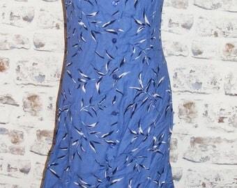 Size 10 vintage 90s sleeveless button flared mini dress blue leaf print (HC67)