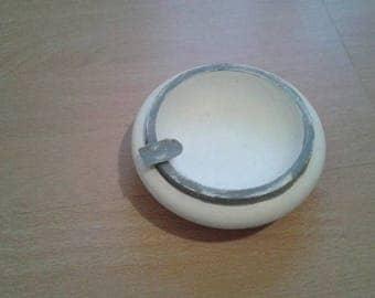 ashtray / tidy weathered white