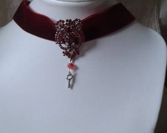 """Ribbon velvet and Red rhinestone gem"" Choker necklace"