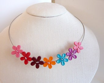 Multicolor flower necklaces