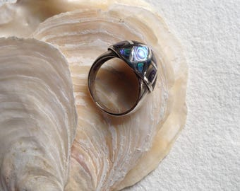 Vintage sterling silver and inlaid shell ring