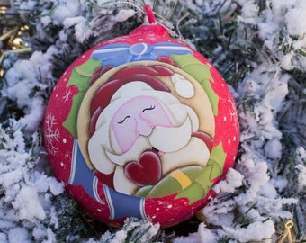 Blown glass Christmas ball, hand-painted country painting, customizable. 12 cm-4.72 inch Santa Claus with heart
