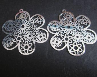 2 silver 46 mm metal flower prints
