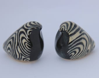 Woodgrain-Etched Ceramic Birds (Set of Two)